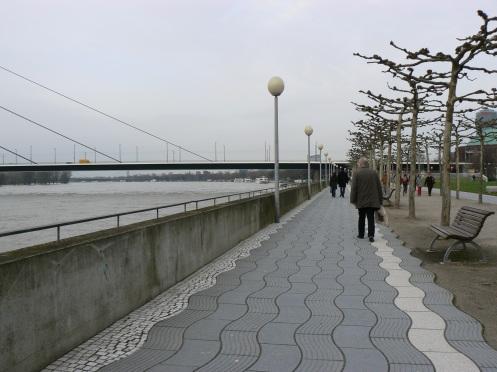 Một thành phố bên bờ sông Rhin với hơn nửa triệu dân