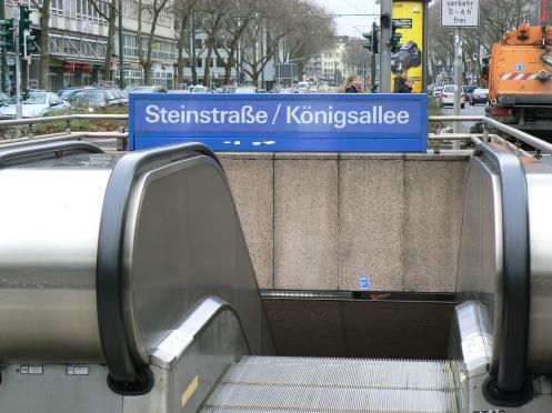 trong đó có xe điện ngầm