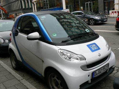 """Đặc biệt hơn : car to go - một hình thức """"thuê"""" xe điện cá nhân để di chuyển trong thành phố. Sau khi """"dùng"""" xong thì trả xe ở bấy kỳ một trong những điểm đổ xe này ...."""