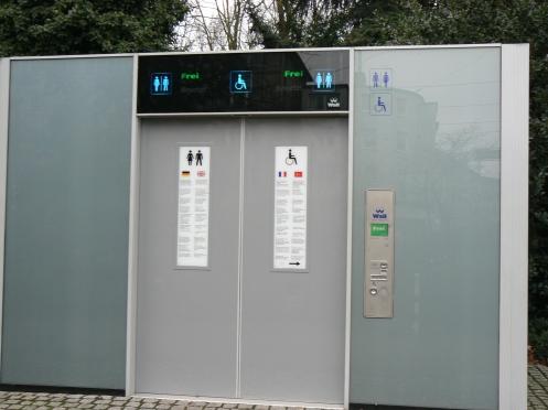 Và đây là một nhà vệ sinh công cộng : hiện đại, sạch sẻ. Nhưng phải trả à 0,30€
