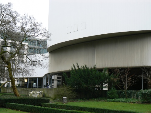 Nhà hát thành phố, nhìn từ phía công viên
