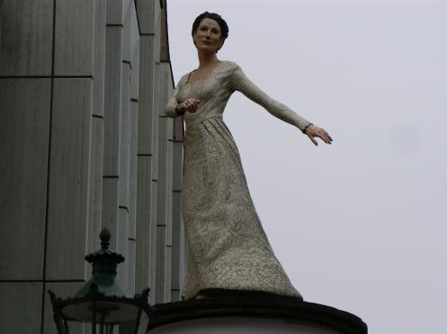 Thành phố của thời trang. Biểu tượng này nằm gần bảo tàng viện dành cho xi nê