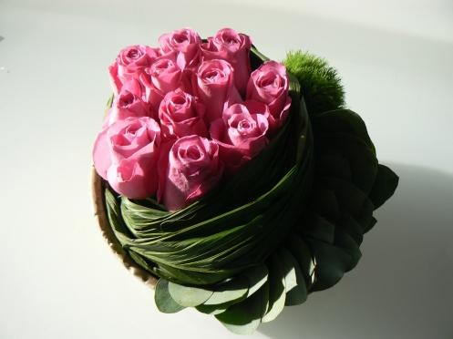 Phụ nữ như những đóa hoa bị vây quanh bởi nhiều ràng buộc xã hội, ...