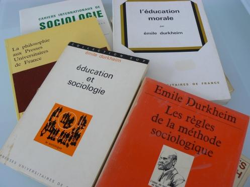 Những sách ... gối đầu giường của bất cứ nhà xã hội học nào