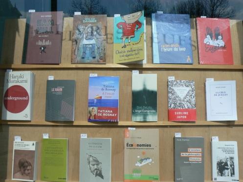 Une vitrine de librairie qui réflète le niveau de lecture des habitants de la ville