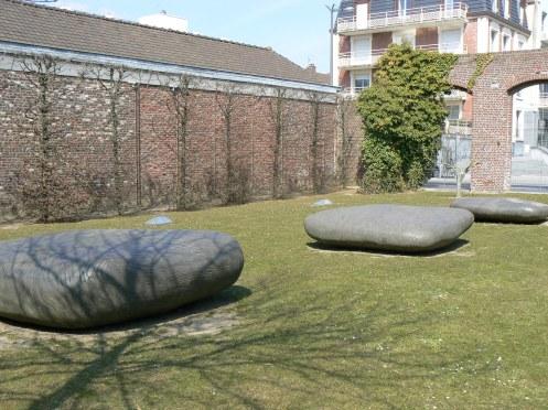 Un petit jardin, très zen, accueille le public du Musée