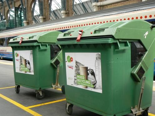 London, một thùng chi các ve chai, thùng kia cho giấy