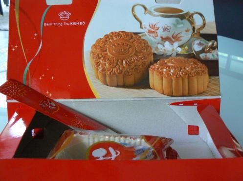 Bánh Trung Thu Kinh đô, cũng ngon như bánh Bà Ngoại đã nướng hồi xưa ...