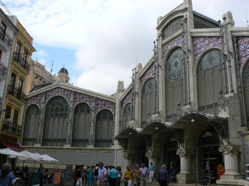 Chợ, kiến trúc xưa, không khí xưa, ...
