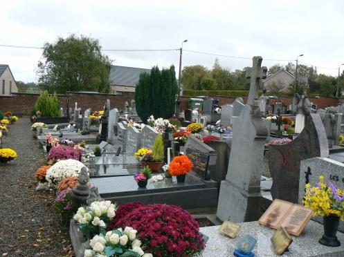 Đầy hoa trong một nghĩa trang gần Liège (Ảnh: M. Poirrier )