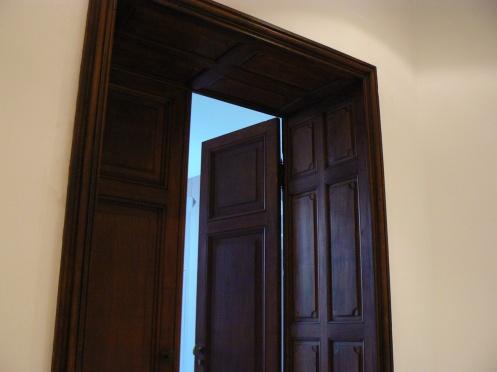 Derrière la porte d'entrée, on va découvrir ...