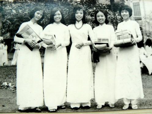 Cô Kim Long và Thanh Tâm, Huỳnh Mai, Phương Diệp, ?