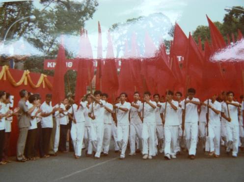 Đoàn Y tế của cuệc diễu hành (ảnh M. Poirrier, chụp lại )