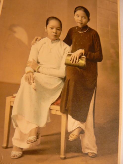 Mẹ tôi, hổi ở đầu thập niên 40 của thế kỷ trước ...