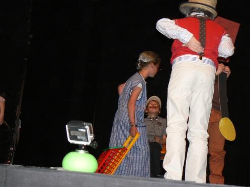 Một màn kịch của các cháu tiểu học