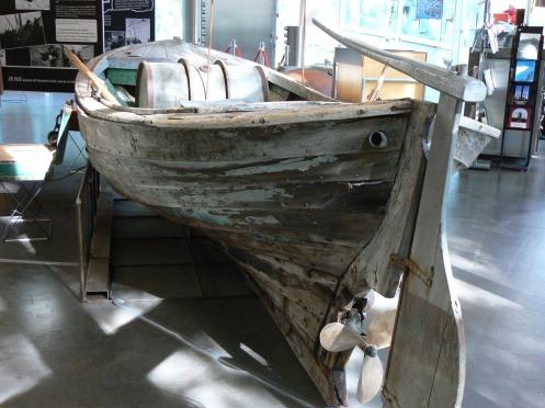 Cái xuồng nhỏ, một số ngời đã dùng nó để đi tị nạn