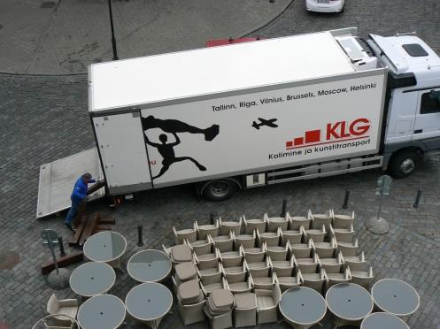 Dù không phải tị nạn, nhiều ngời tong chúng ta cũng à dên ...du mục. Chiếc x tải nà chuên dọn nhà