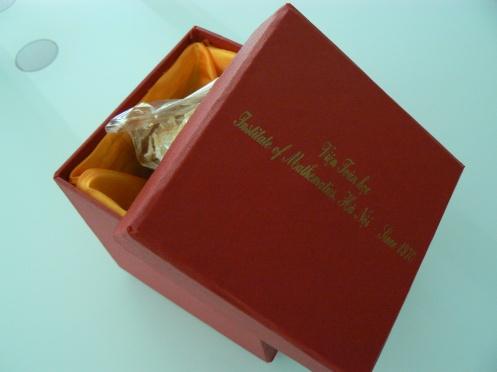 Đây là một hộp quà mà chúng tôi và nhận được: mứt gừng và ô mai