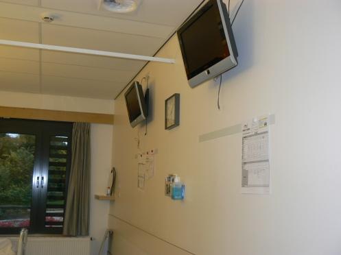 Có trang bị hai TV - mỗi người có thể xem một chương trình riêng, mang tai nghe để không phiền người kia