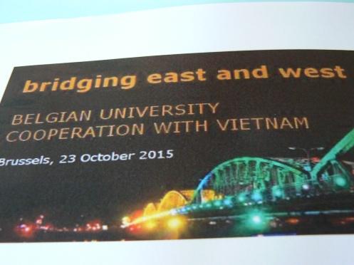 Nối nhịp cầu từ Đông sang Tây là tựa đề của buổi hội thảo
