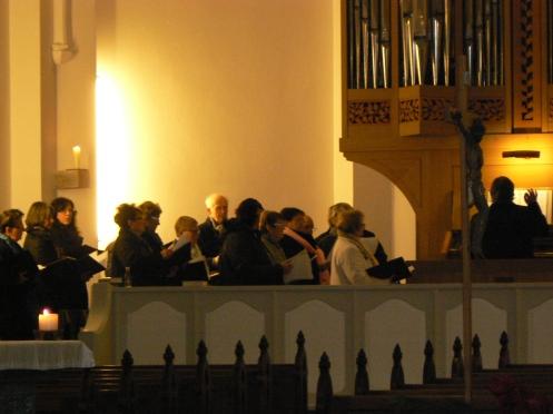 Còn đây là ban đồng ca của làng, nhân dịp này đến hát ở nhà thờ