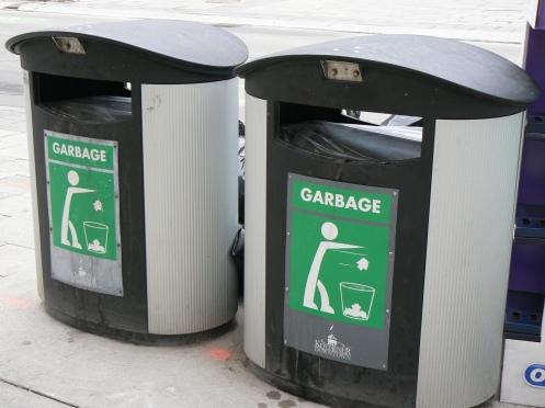Ở Kitchener, Canada - chưa phân loại rác
