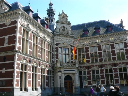 Tòa nhà Hàn Lâm của Đại học, xây từ thế kỷ thứ XVII nhưng các sinh hoạt thuộc phần nghi lễ vẫn được tổ chức ở đây.