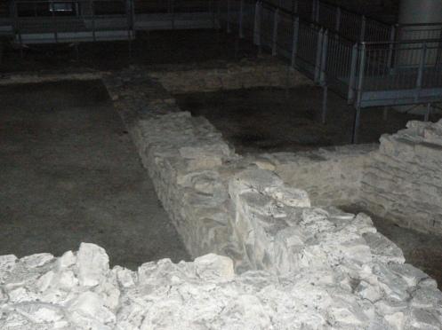 được khám phá cách đây không lâu khi nhà thầu đào đất để xây parking - Dĩ nhiên, di tích cỗ được bảo tồn