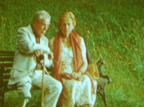 Hai vợ chồng lúc tuổi xế chiều