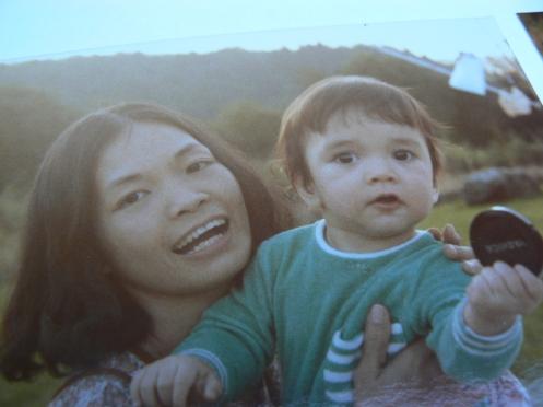 Mẹ và con, một ảnh cũ chụp lại ...