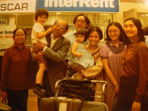 Cách đây gần 35 năm, ngày Cha tôi đến Bỉ, con gái tôi lúc đó chỉ hơn một tuổi, tôi còn bồng cháu trên tay...