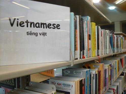 Nguyên một kệ, bốn dãy, sách tiếng Việt