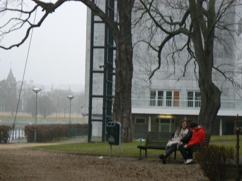 và có công viên, nơi một cặp tình nhân gặp nhau cuối ngày