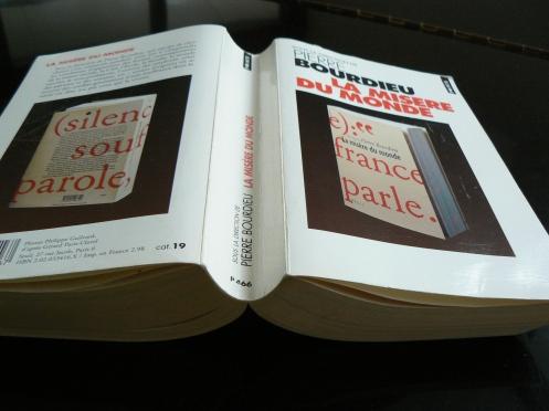 58 chuyện đời, 1468 trang, 23 phỏng vấn viân trong đó có Pierre Bourdieu, con trai êng, Emmanuel, và nhiầu nhà xã hội học sau đó thành giáo sư ở Pháp, Patrick Champagne hay ở Mỹ