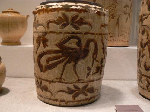 gốm họa tiết màu nâu, tìm tháy ở Thanh Hóa, thế kỷ XII-XIV