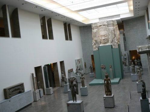 Phòng đầu tiên, ngay sảnh của Bảo tàng Guimet, văn hóa Khmer